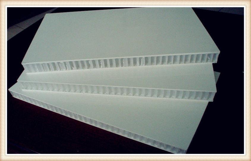 La fibra refuerza el marco de madera de los paneles de aluminio del ...